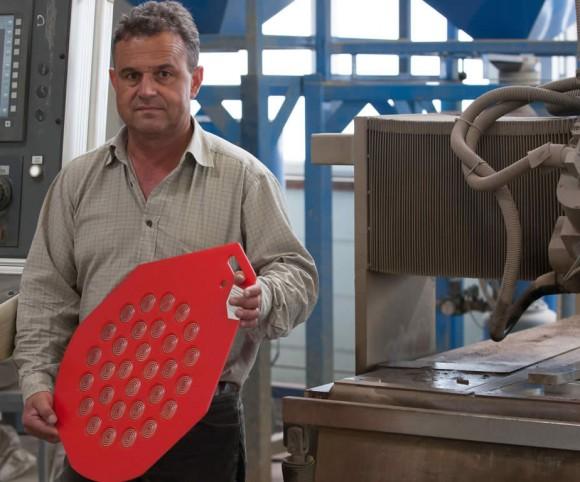 Wirkteller aus Pressplatten hergestellt